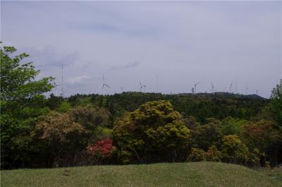 風車の見える高原