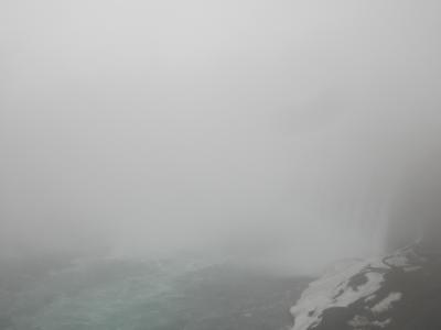 全然見えないナイアガラ(カナダ、2011年4月)