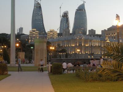 バブリーなバクーの夜(アゼルバイジャン、2011年6月)