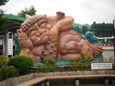 鬼怒川で鬼の陶像探し
