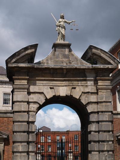 アイルランド ~ダブリン Similar to England それでも音楽と花が綺麗な街