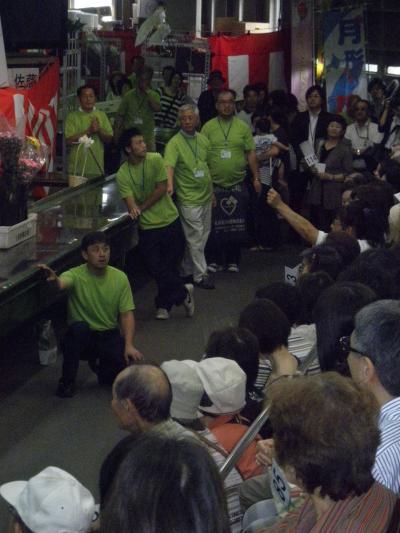 人の手から手へ行きかう花々☆札幌花き地方卸売市場