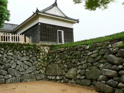 日本の旅 伊勢湾周辺を歩く 三重県亀山市の亀山城跡周辺?