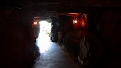 宝石庭園の中にある洞窟の中