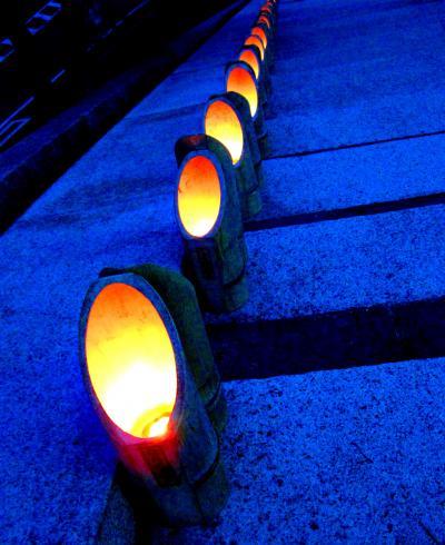 柔らかな灯りに包まれた古都の夜