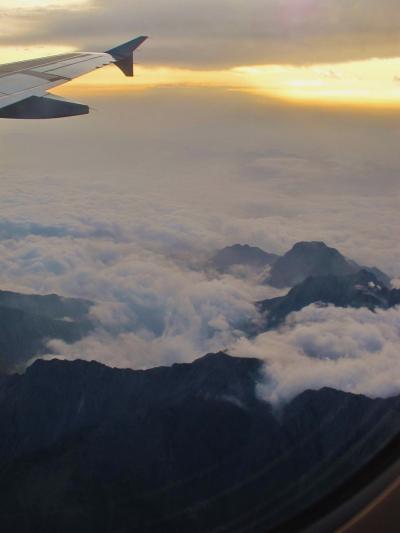 四川省03 成都から九寨黄龍空港まで40分 ☆月光・朝焼けに輝く峰々も