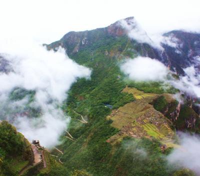ペルー紀行(5) 豪雨のワイナピチュと雲海の下の大絶景