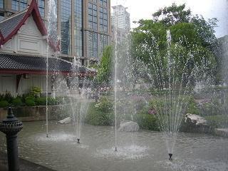 ベンチャシリ公園 音楽に踊る噴水ショー始まる