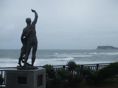 稲村ケ崎で 「ボート遭難の碑」 に思う