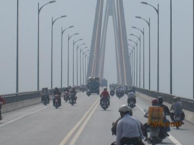 アジアハイウェイの源流を訪ねて(91)メコンデルタの長大橋(トゥアン橋)。