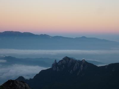 岩稜地帯を歩く 金峰山 瑞牆山 2日目