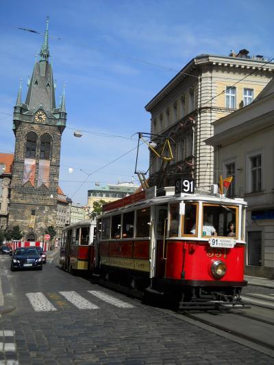 <3> (チェコ/プラハ 編)『 窓辺に 花!咲く ・・・ 9月の ドイツ・中央ヨーロッパ 10日間 』 ( 美しい~! 建築物 溢れる・・・ プラハ・旧 市街!の 小路。 『 百塔 の 町 』 を 気の向く! まま・・・ 巡る  「お散歩 旅」。 )