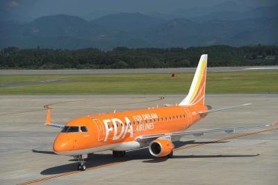 富士山静岡空港へ=FDA機を旅客ターミナルビル3F・展望デッキから=