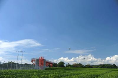 富士山静岡空港へ=離陸して頭の上を飛んでいきました=