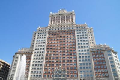 マドリッドのスペイン広場とホテル。