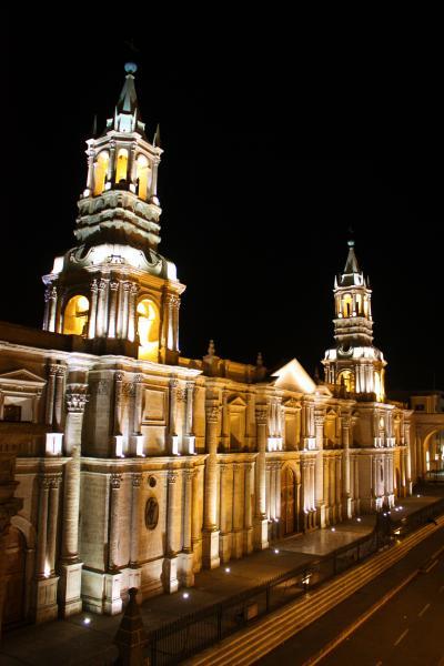 ペルー紀行(9) 闇に浮かぶカテドラルとクイ料理の思い出~ペルー第二の都市アレキパ