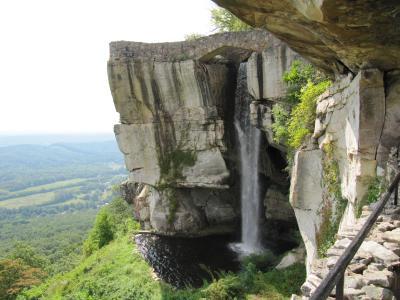 7つの州が見渡せるロックシティ、ルビーフォールズ洞窟など自然いっぱいチャタヌーガ
