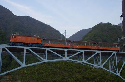 初秋の峡谷  宇奈月~深緑の風とトロッコ電車~