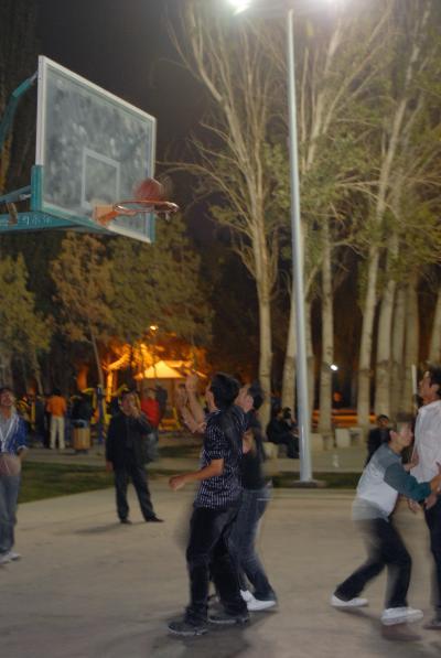 爺ぃのご両親のお墓を建てる為に莎車へ!其の74~喀什人民公園、昼と同窓会後の夜!