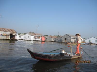 アジアハイウェイの源流を訪ねて(108)メコン「水上生活者」の内と外。