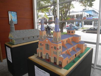 チリ・パタゴニア、プエルト・モンからチロエ島の世界遺産の木造教会群へトヨタ・ヤリスで向かう旅。