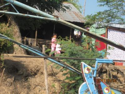 アジアハイウェイの源流を訪ねて(113)メコン川に生きる人々。