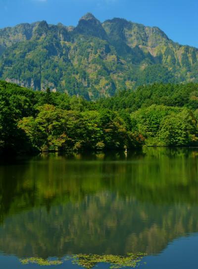 戸隠b 戸隠古道;鏡池・硯石・小鳥が池 ☆戸隠山を水面に映して
