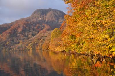 秋の十和田湖畔