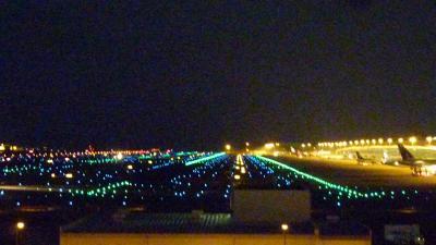 関西国際空港で国内線への乗り継ぎ時間潰し【スカイビューからの夜景眺望】(2011年11月)