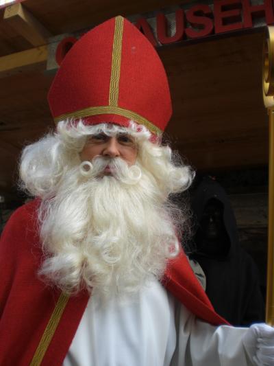 クリスマスマーケットがやってきた!③ 旧市街にサンタがやってきた~ツォーフィンゲン