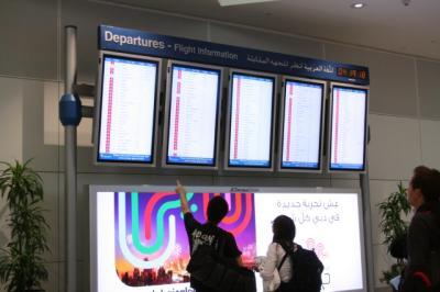 ■■■ 2日目(その1) ■■■ Dubai空港で乗り継ぎ