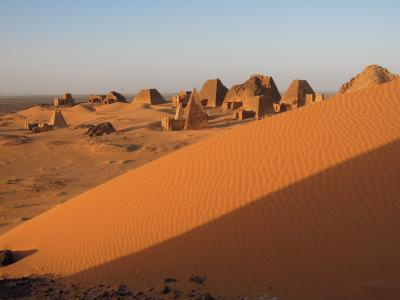 ひっそりと埋もれゆくメロエのピラミッド