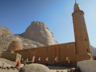 カッサラのLandmark 奇岩トティー山と山間の小さなモスクに行く