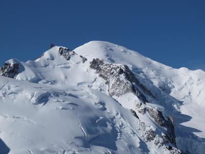 モンブラン、氷河、ロープウェイでの国境越え、3842mからの景色など大自然を満喫!