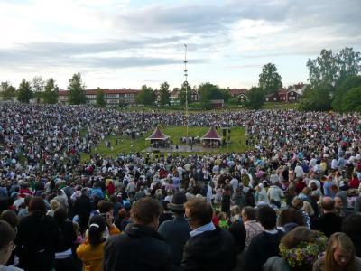 スウェーデン人の心の故郷で夏至祭(4/6)レクサンド,夏至前夜祭