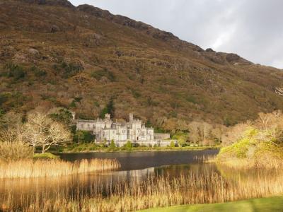 イギリス、アイルランド、フランス崖巡り一人旅(5)初運転!カイルモア修道院へ
