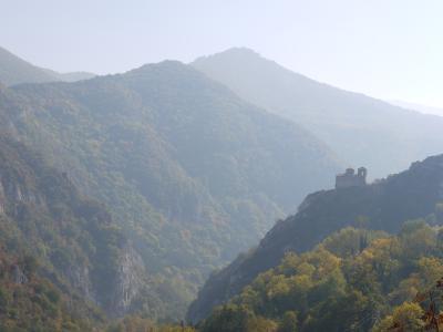 断崖絶壁上の城(教会)に冷汗が・・・