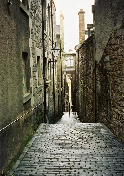 2003年3月 エディンバラ すすけたサンドストーンが渋いオールド・タウン(旧市街)を散策