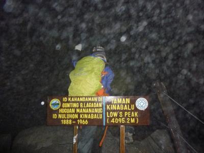 キナバル山に登った。