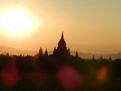 ミャンマー放浪の旅2(世界三大仏教遺跡バガン初日編)