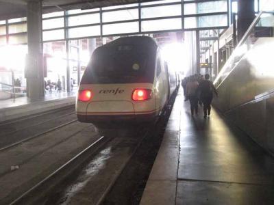 マドリードからトレドへ スペイン高速鉄道AVEに乗って。