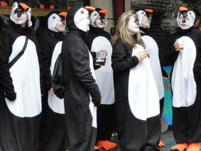 街中が仮装するトローサのカーニバル
