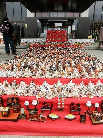 鴻巣びっくりひな祭り2012・・・①鴻巣市役所・庁舎正面玄関2200体のひな飾り