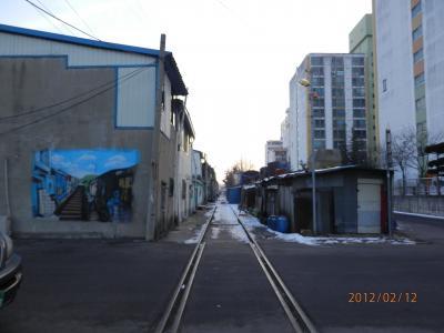 群山 チョルキルマウル(線路沿いの街)、鎮浦海洋テーマ公園、旧日本人街など古い街並みを散策