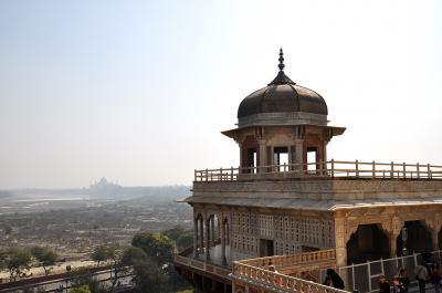 インドひとり旅⑩(アグラ・アグラ城)