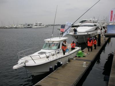 2012年ボートショー 横浜ベイサイドマリーナでマグロが釣れるフィッシングボートを見る