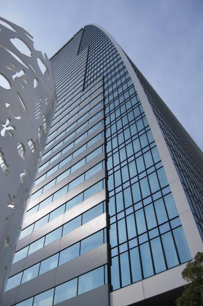 2012冬、名古屋ルーセントタワーと愛知県旅券センター、ノリタケの森からのタワービル遠望