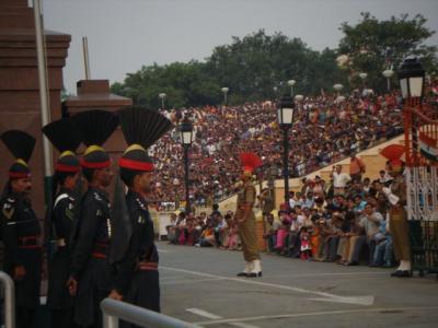 世界一熱のこもった面白いインド・パキスタンの国境