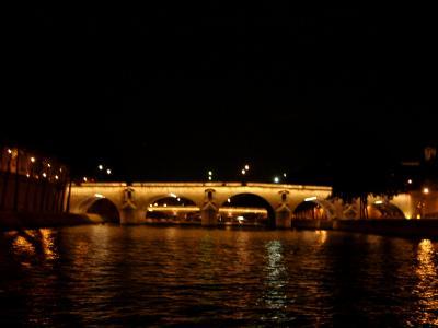 セーヌ川ナイトクルーズとパリ散策(マドレーヌ寺院・ノートルダム大聖堂・オペラガルニエ)