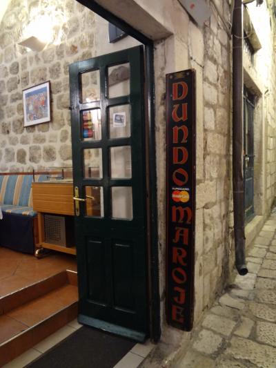 両親をつれてクロアチアの友人に会いに クロアチア旅行記 その17 ドゥンドマロイエ ドブロブニクのレストラン